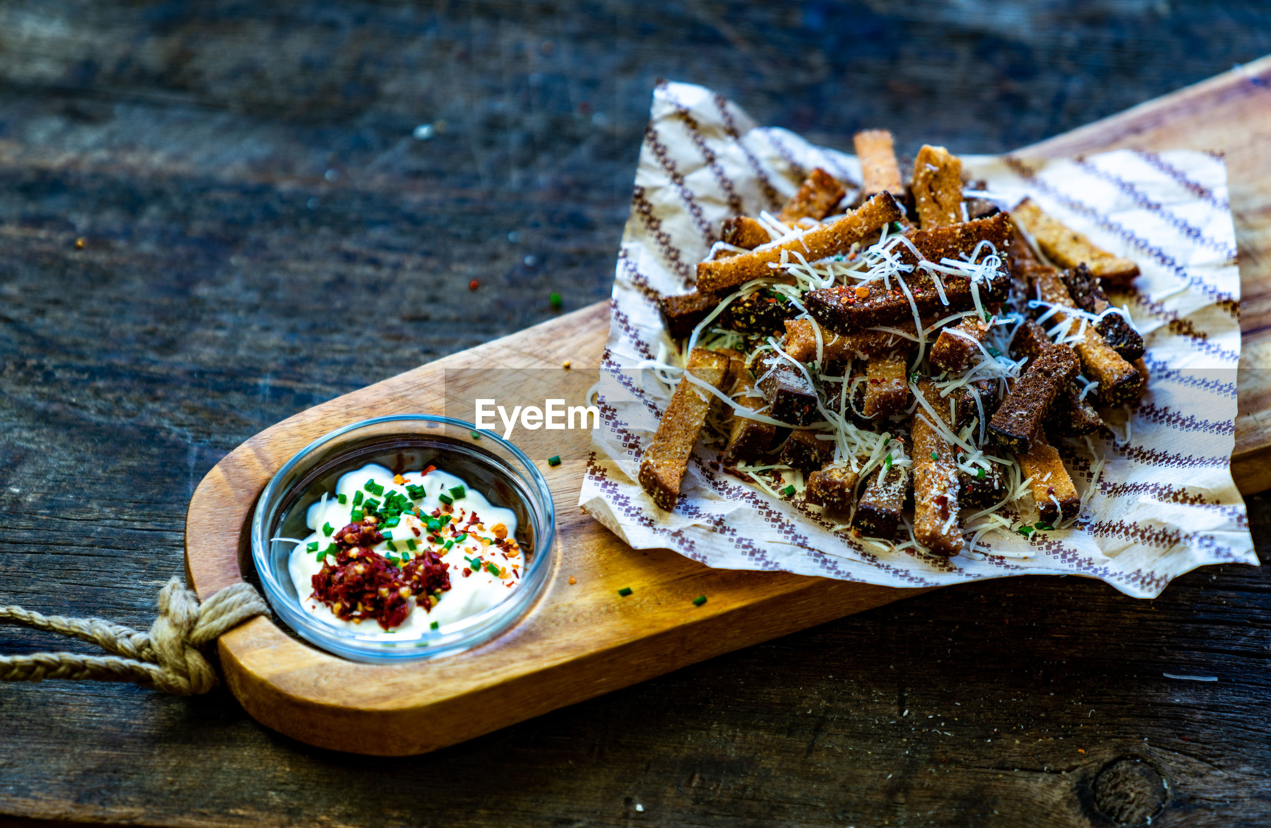 Rye fries with white souce