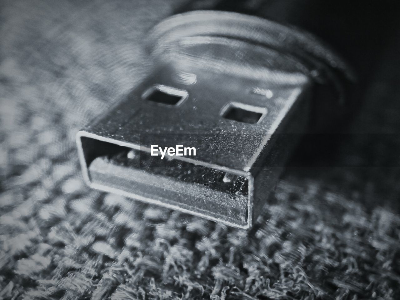 no people, close-up, selective focus, single object, indoors, computer chip, day