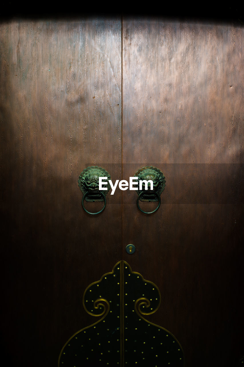 no people, door, wood - material, entrance, indoors, metal, close-up, door knocker, full frame, safety, closed, pattern, wall - building feature, day, security, green color, brown, backgrounds, knob, wood grain