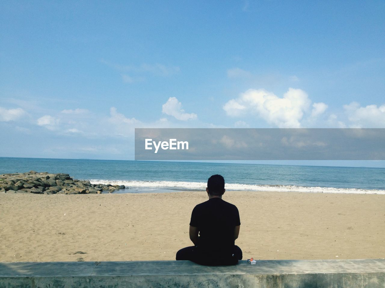 sea, water, sky, beach, land, horizon, horizon over water, sitting, one person, rear view, beauty in nature, scenics - nature, men, real people, nature, cloud - sky, lifestyles, leisure activity, outdoors, contemplation