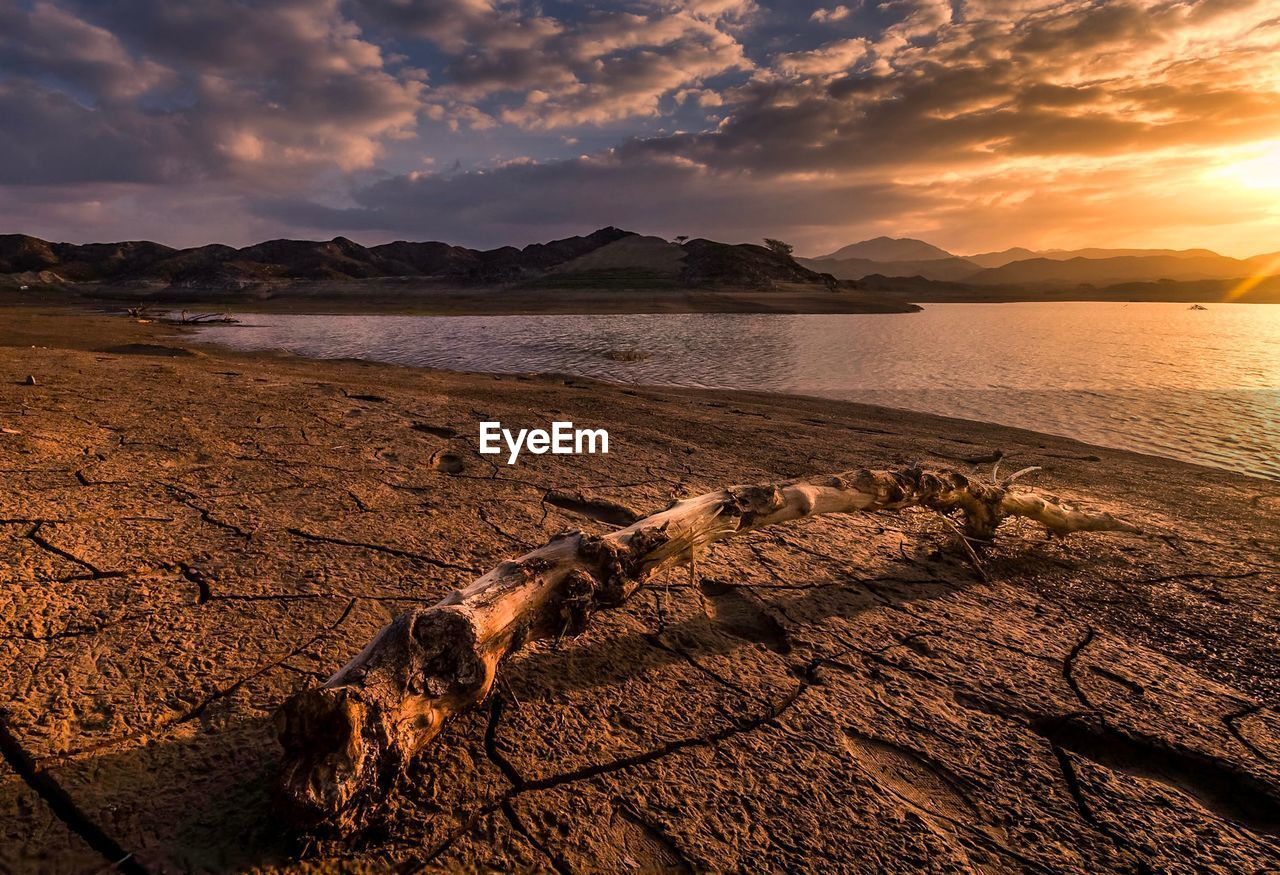 sky, cloud - sky, scenics - nature, beauty in nature, sunset, tranquil scene, tranquility, water, mountain, no people, nature, non-urban scene, idyllic, land, sea, beach, mountain range, remote, outdoors, driftwood