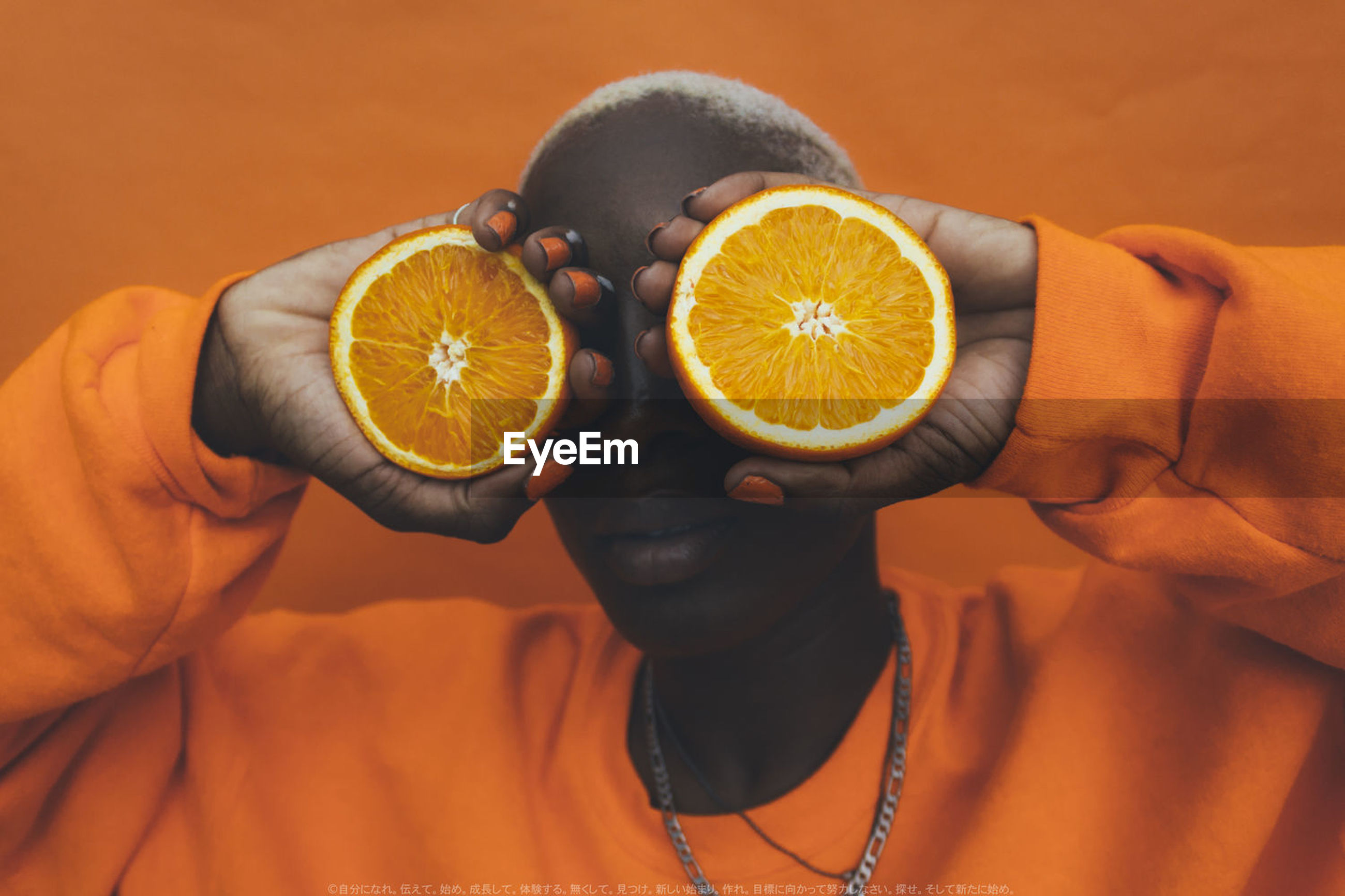 fruit, citrus fruit, orange - fruit, healthy eating, holding, food and drink, orange color, indoors, freshness, cross section, headshot, slice, real people, one person, food, close-up, studio shot, boys, healthy lifestyle, human hand, young adult, day, blood orange, people