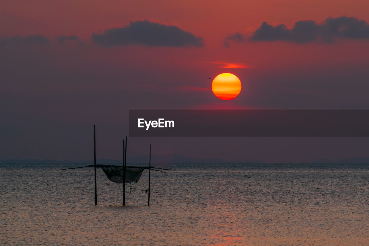 sunset, sky, scenics - nature, beauty in nature, orange color, sea, tranquil scene, water, tranquility, sun, horizon over water, horizon, nature, land, idyllic, non-urban scene, no people, beach, cloud - sky, outdoors