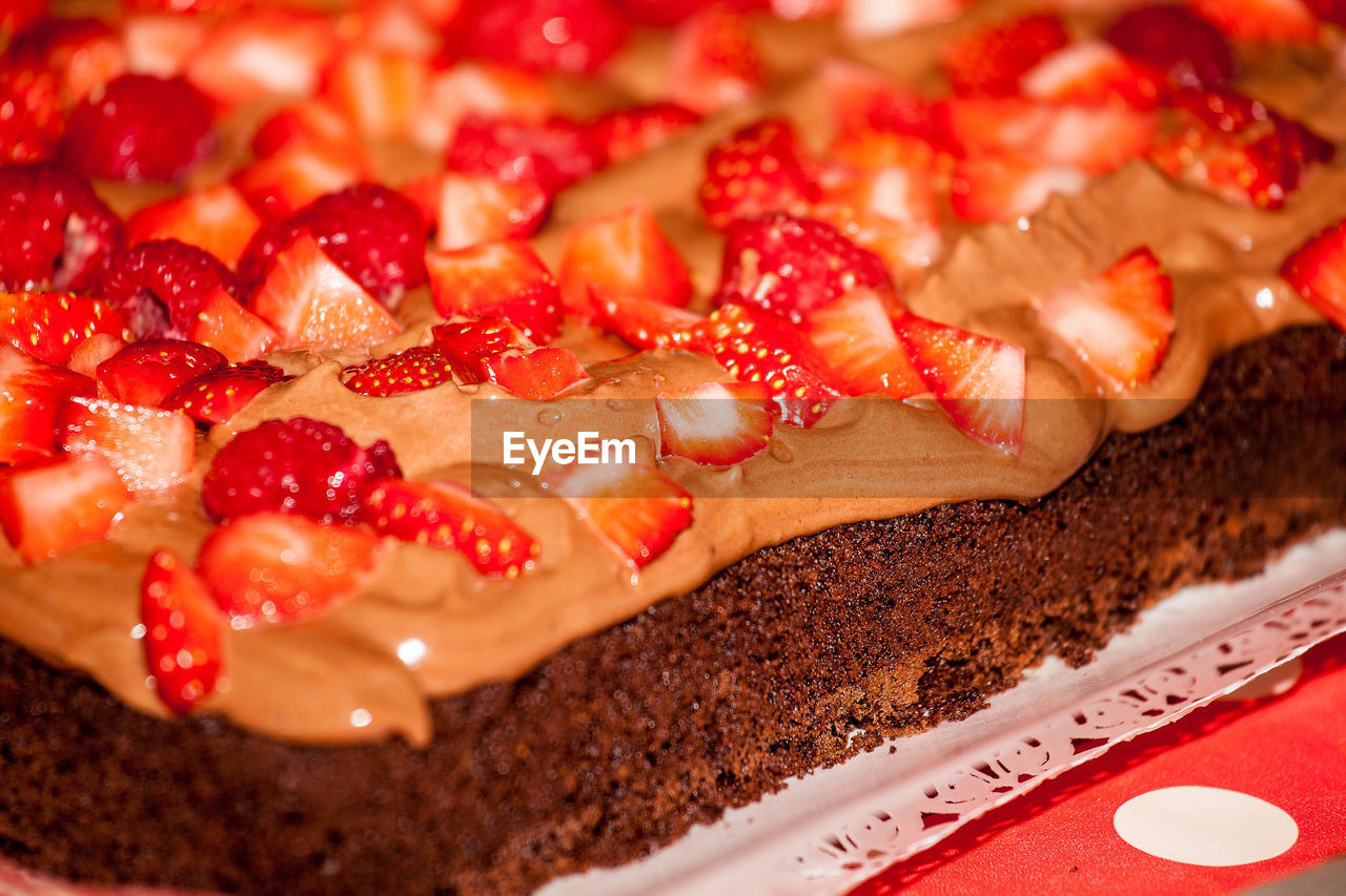 CLOSE UP OF RED CAKE