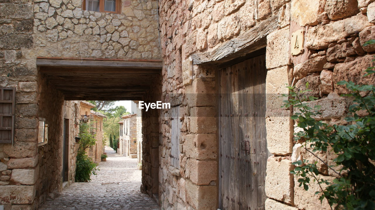 architecture, built structure, stone material, old ruin, house, history, abandoned, ancient, residential building, doorway, building exterior, no people, day, outdoors, ancient civilization