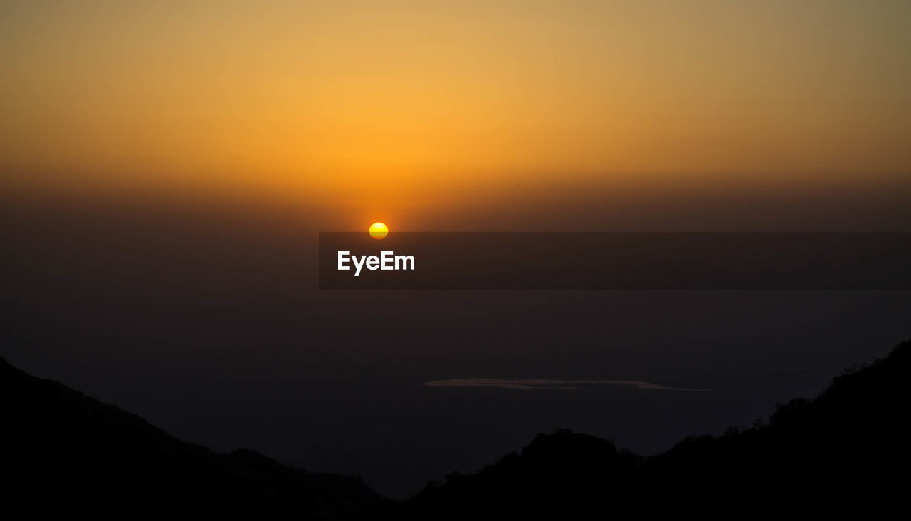 beauty in nature, sky, scenics - nature, tranquil scene, tranquility, silhouette, idyllic, sunset, sun, no people, nature, orange color, mountain, majestic, space, outdoors, moon, environment, astronomy, eclipse, dark