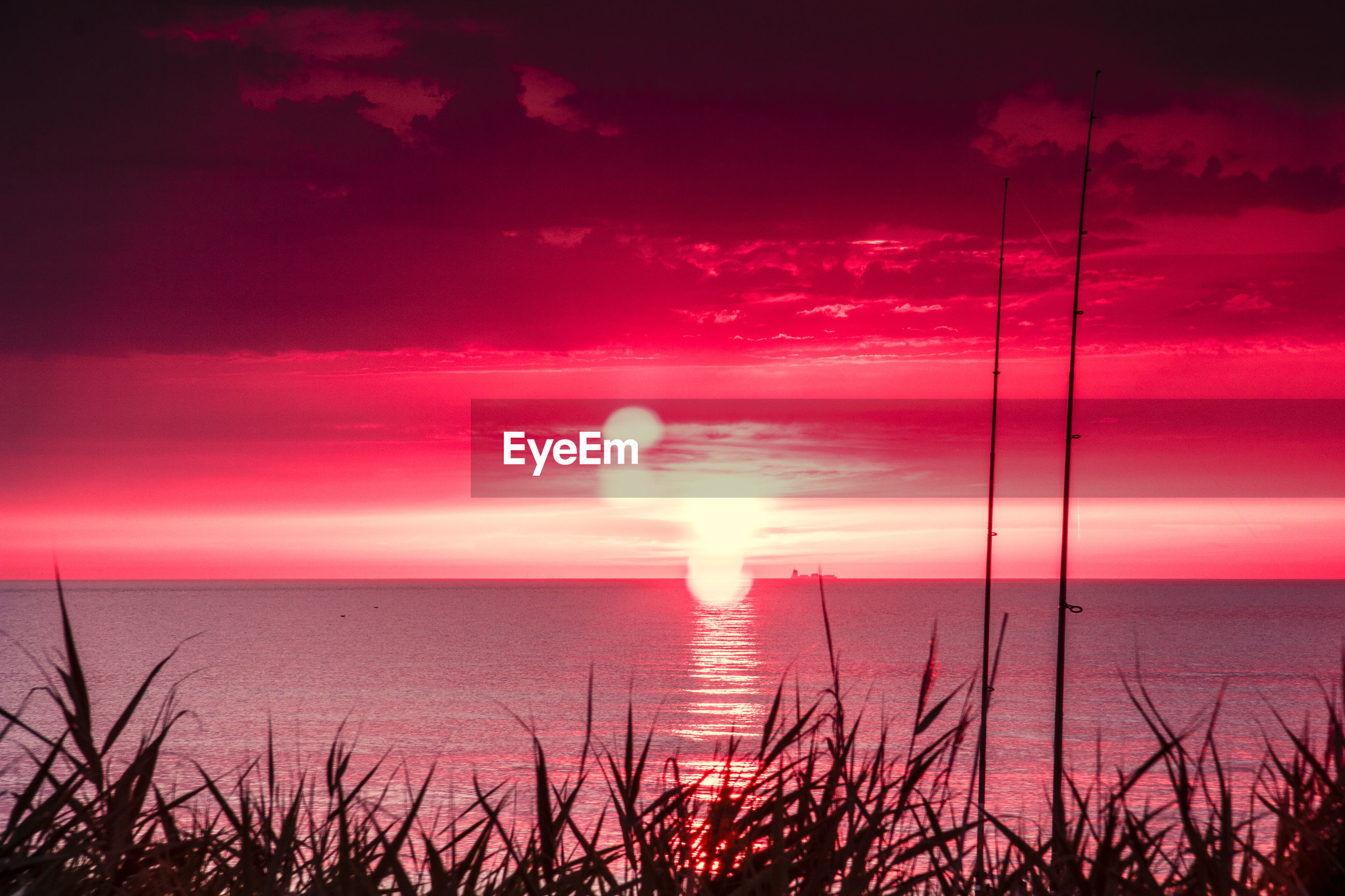 sea, sunset, water, sun, nature, beauty in nature, scenics, tranquility, tranquil scene, horizon over water, sky, no people, sunlight, red, outdoors, silhouette, travel destinations, beach, day