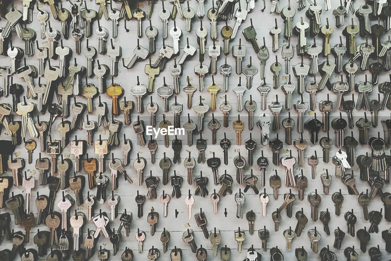Full Frame Shot Of Keys Hanging From Wall