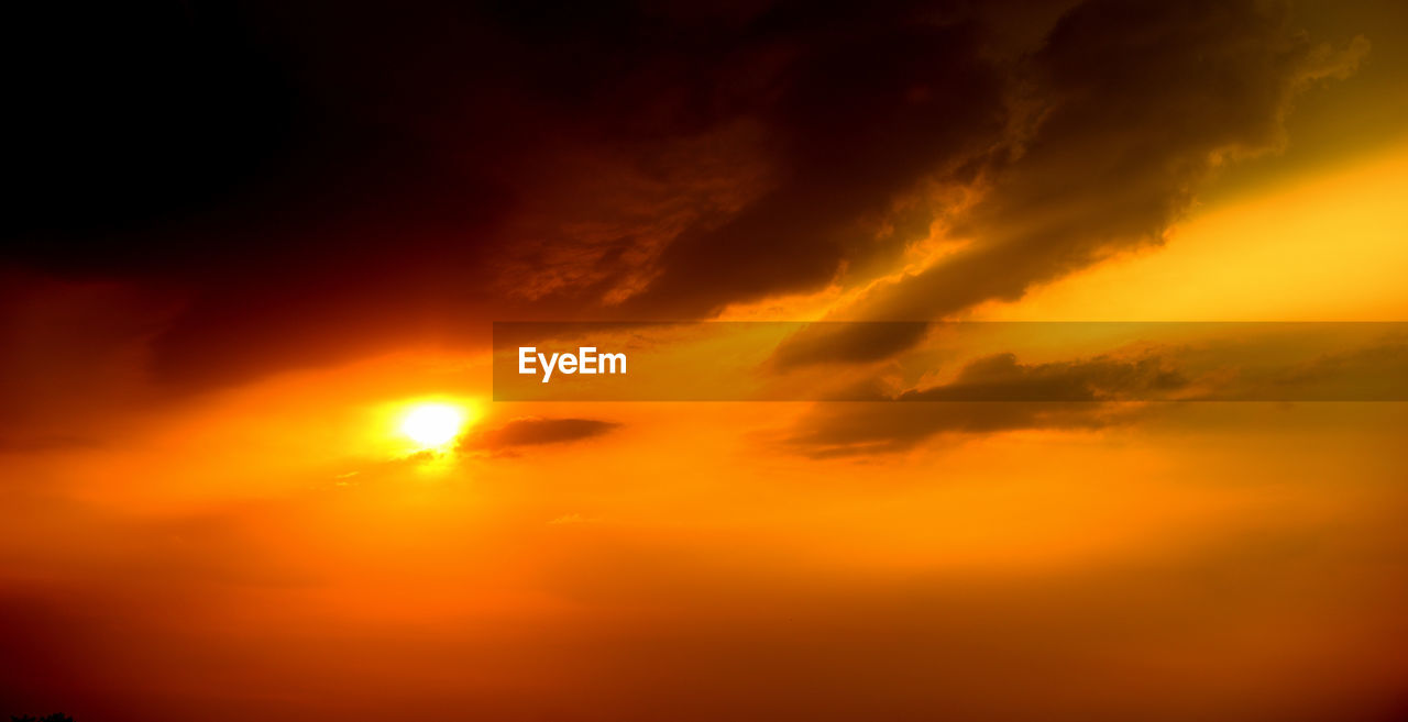 sky, cloud - sky, orange color, beauty in nature, scenics - nature, sunset, tranquility, tranquil scene, sun, no people, idyllic, nature, dramatic sky, sunlight, majestic, low angle view, outdoors, awe, backgrounds, romantic sky