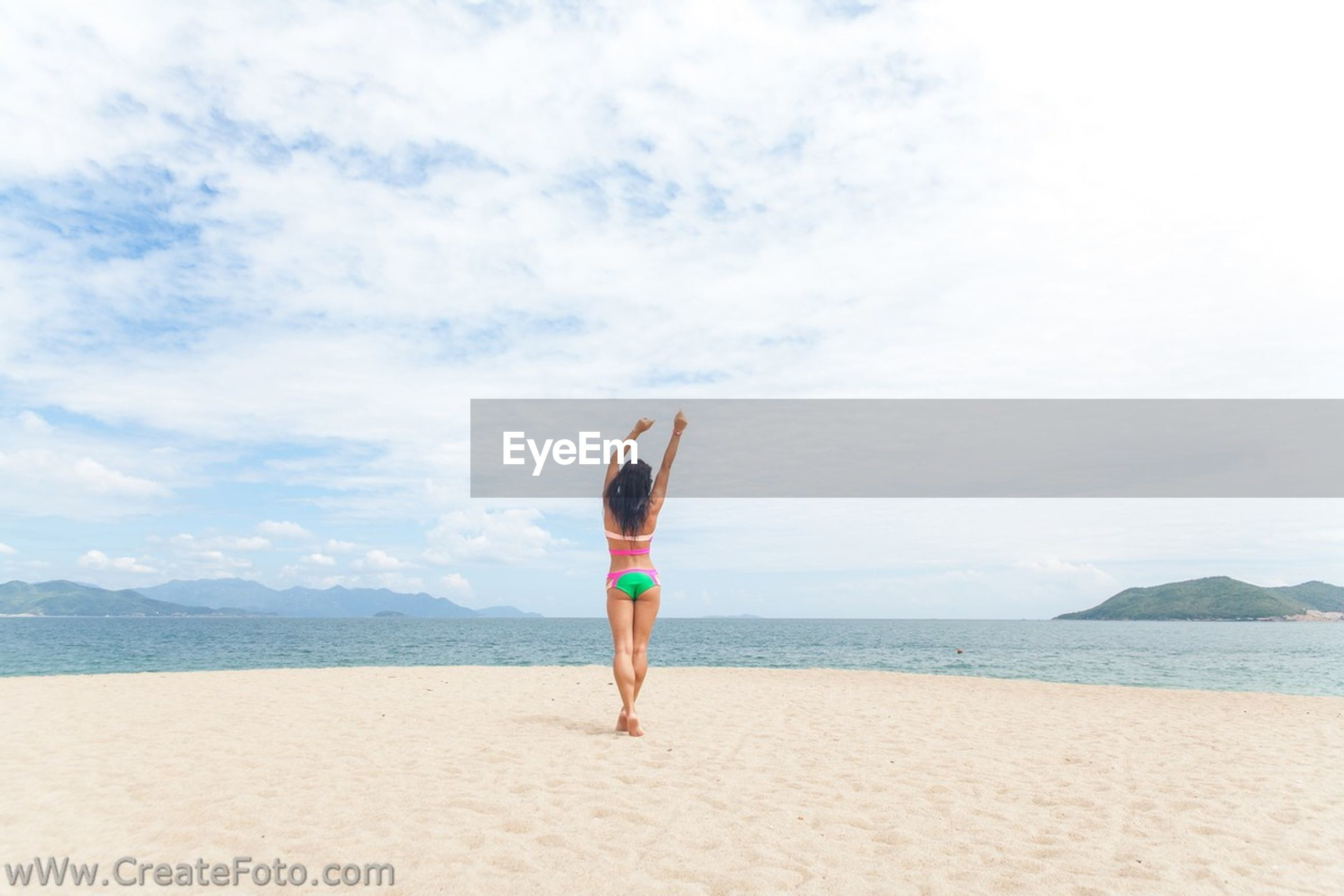 sea, beach, water, sky, full length, lifestyles, shore, leisure activity, standing, horizon over water, tranquil scene, tranquility, sand, rear view, scenics, beauty in nature, casual clothing, vacations