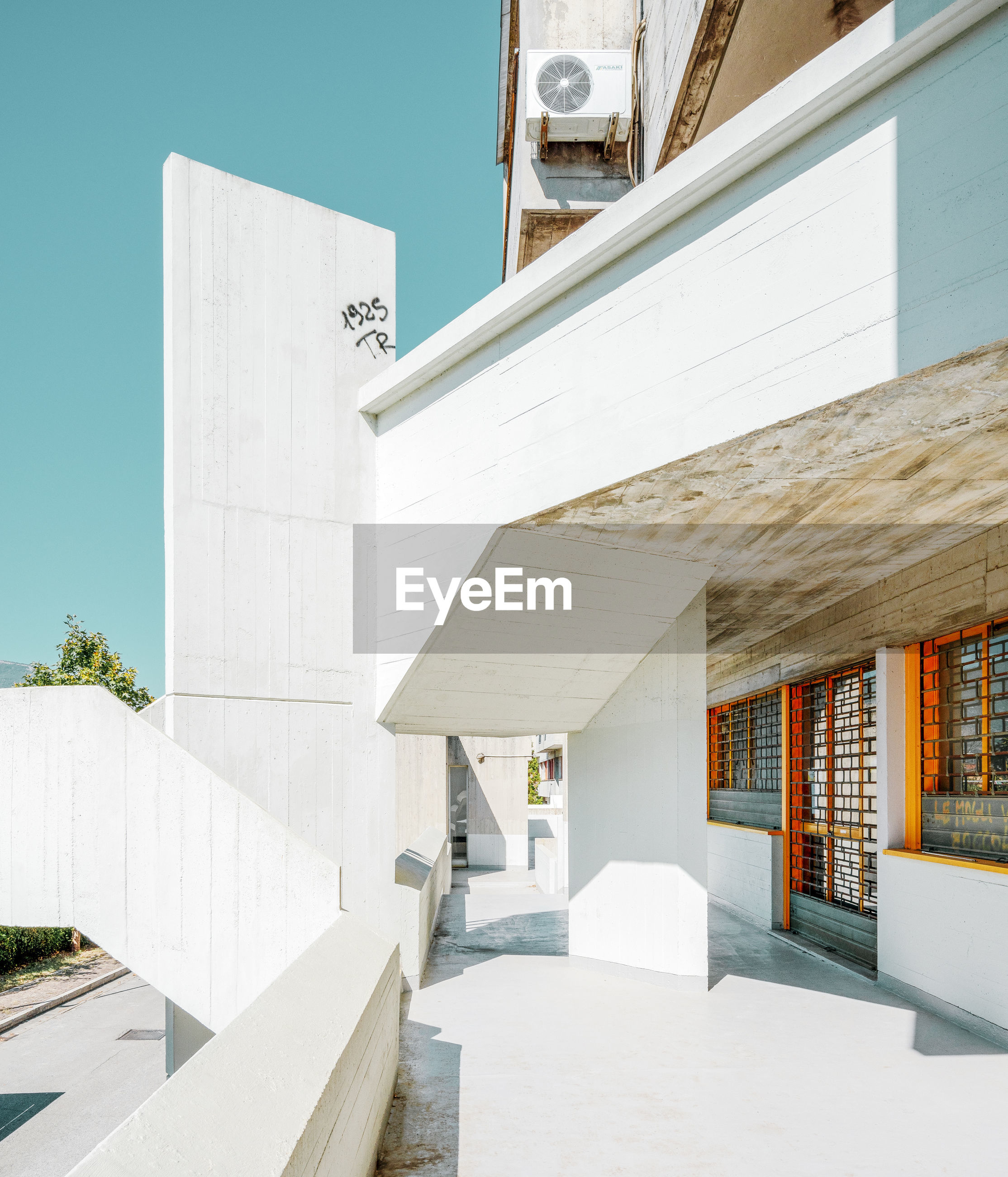 architecture, built structure, building exterior, building, white color, whitewashed, no people, sunlight, nature, staircase, day, outdoors, modern, sunny, clear sky, sky, wall - building feature, entrance, steps and staircases, city, luxury, courtyard