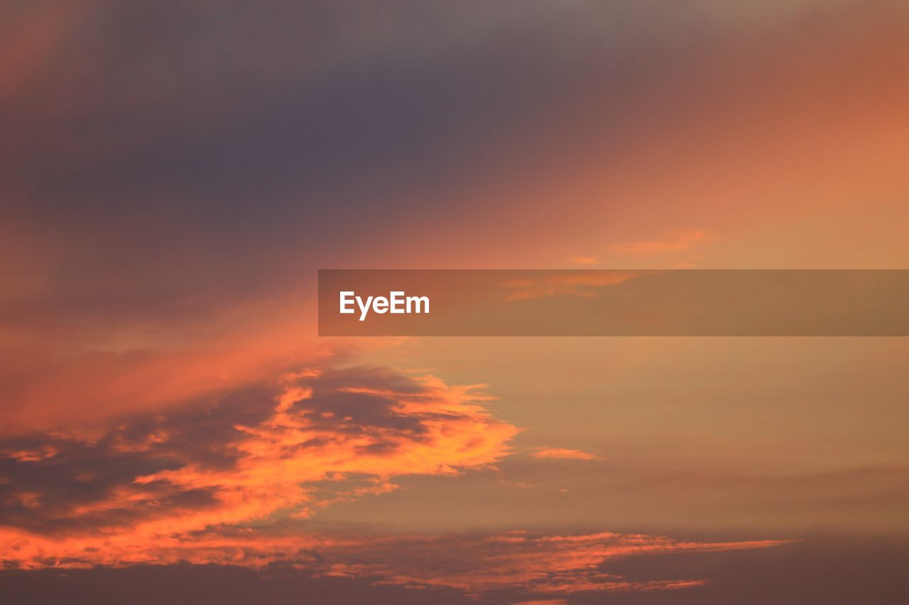 sunset, cloud - sky, sky, orange color, beauty in nature, scenics - nature, tranquility, tranquil scene, no people, idyllic, nature, low angle view, outdoors, backgrounds, full frame, dramatic sky, non-urban scene, cloudscape, sunlight, romantic sky, meteorology
