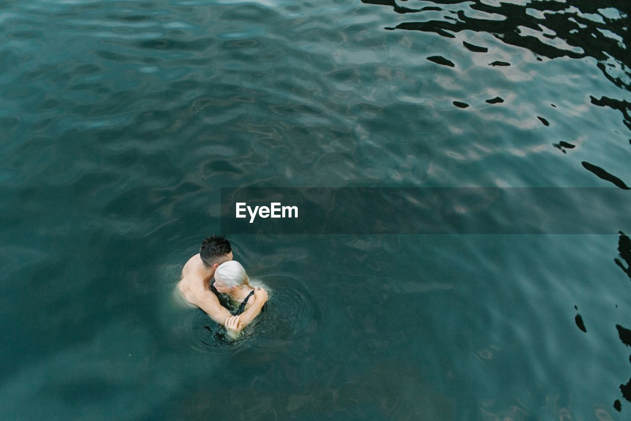 HIGH ANGLE VIEW OF MAN IN WATER