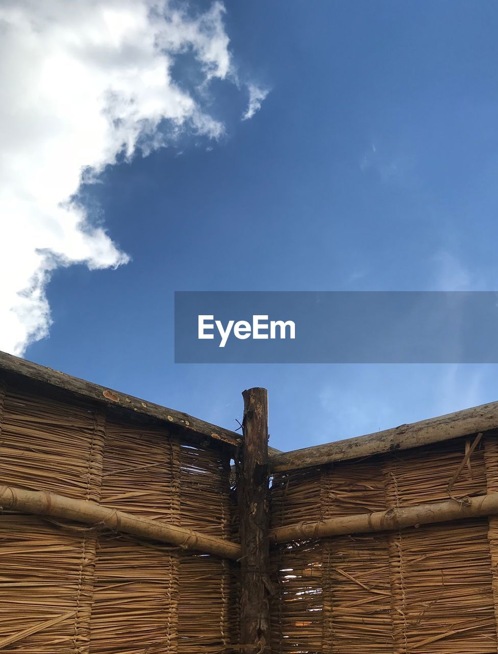 LOW ANGLE VIEW OF WOODEN ROOF AGAINST SKY