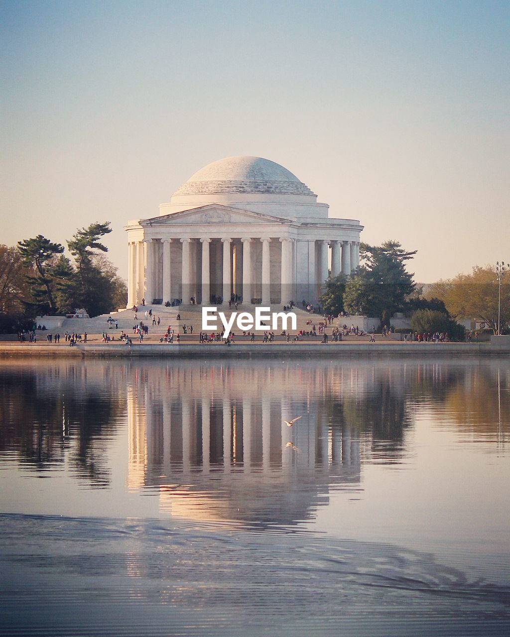 Reflection of jefferson memorial in water