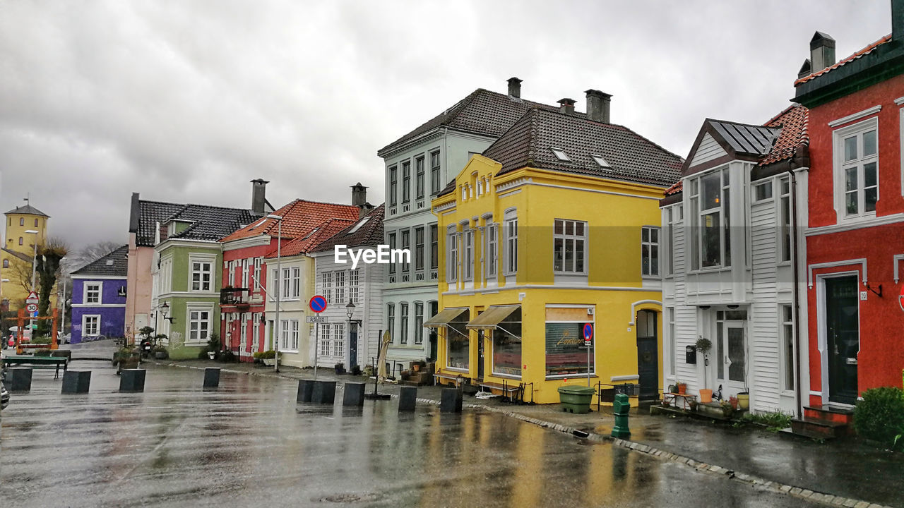 building exterior, architecture, built structure, building, cloud - sky, sky, residential district, wet, rain, water, city, nature, street, window, house, no people, overcast, rainy season, outdoors, row house