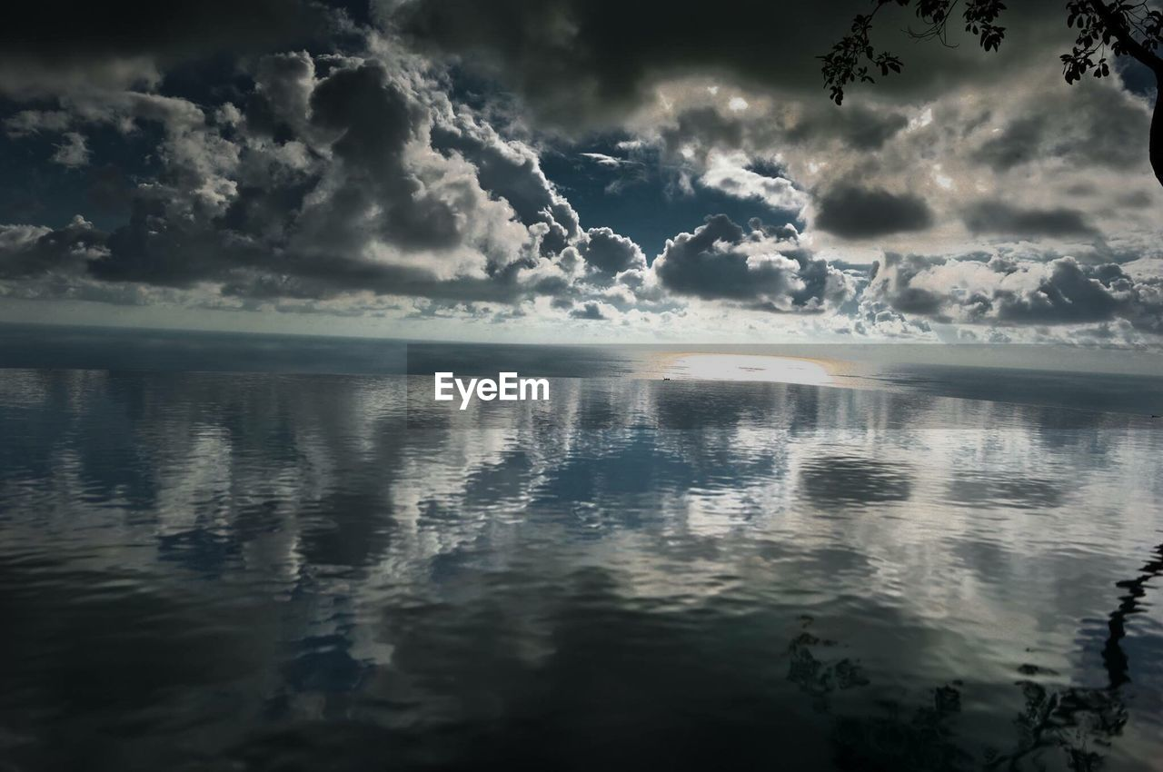reflection, water, cloud - sky, scenics, sky, sea, beauty in nature, no people, tranquility, tranquil scene, nature, rippled, outdoors, day