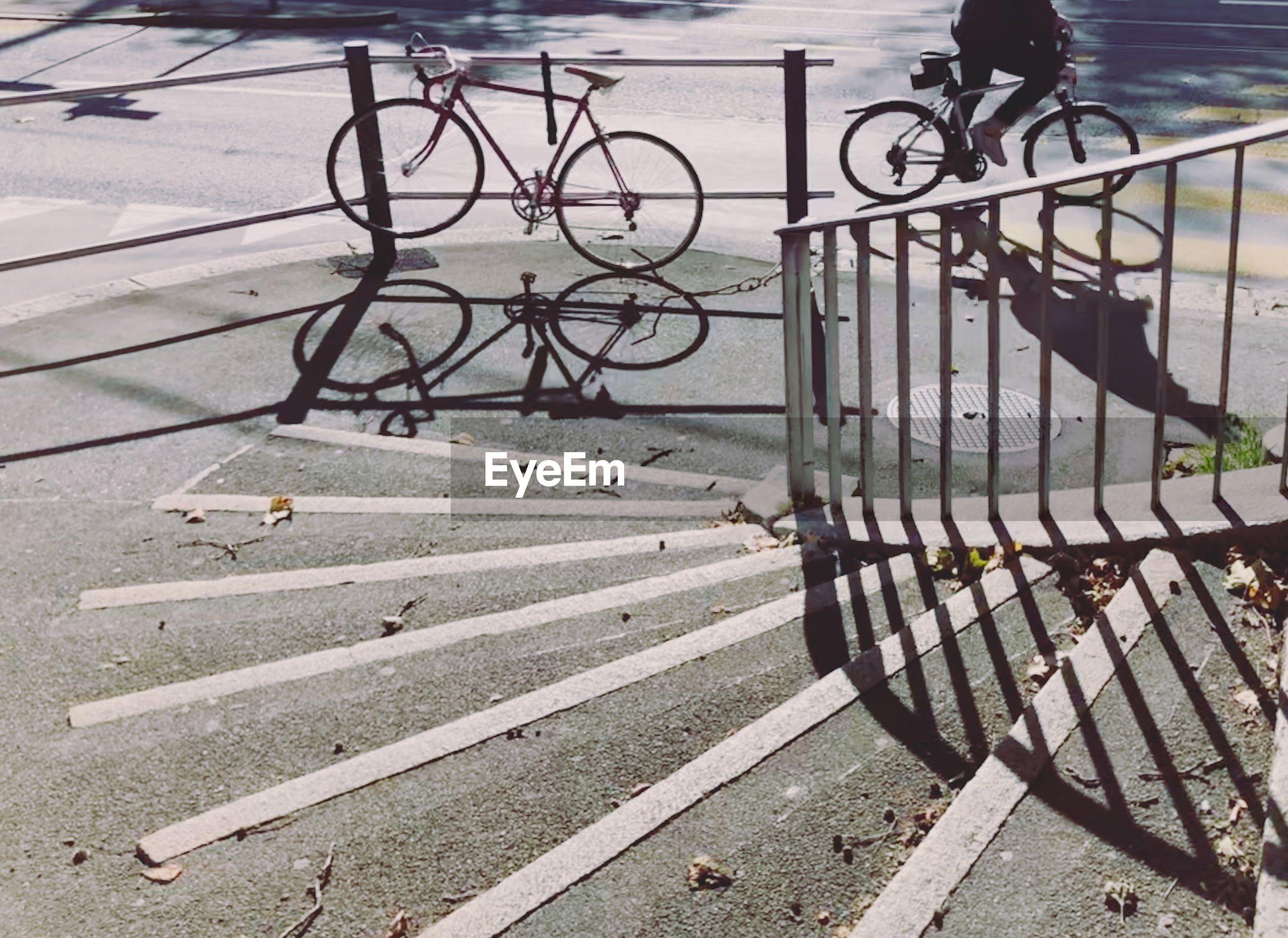 HIGH ANGLE VIEW OF BICYCLE PARKED ON STREET