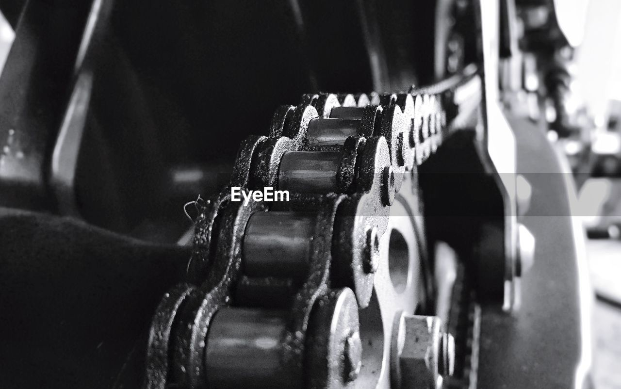 metal, close-up, indoors, no people, equipment, in a row, focus on foreground, selective focus, technology, industry, still life, machinery, gear, security, machine part, safety, day, strength, wheel, exercise equipment, silver colored, steel