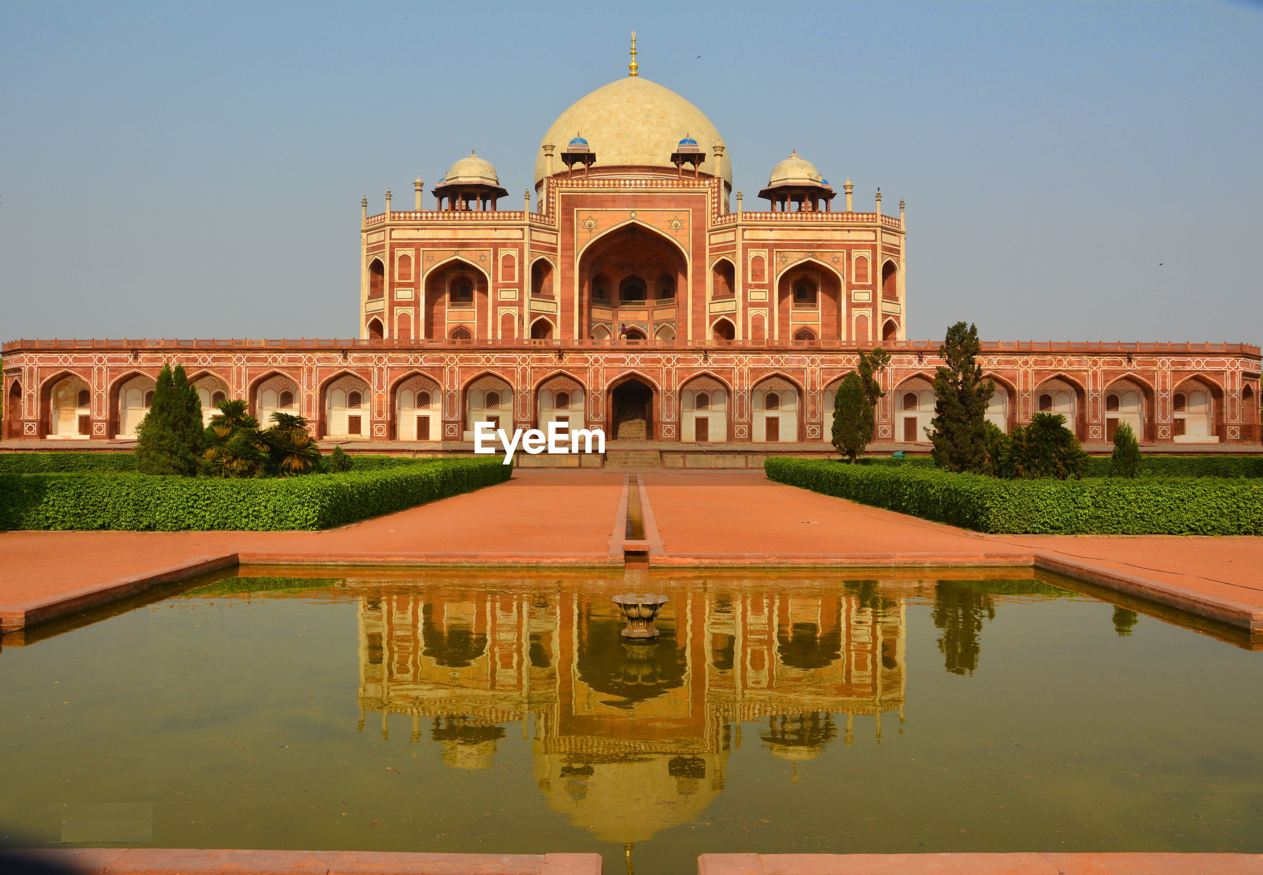Facade of humayuns tomb with reflection
