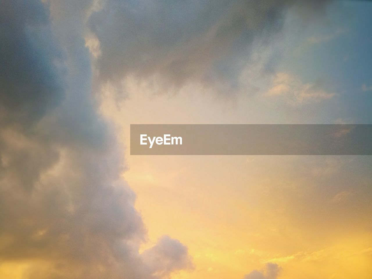 cloud - sky, sky, nature, beauty in nature, scenics, low angle view, sunset, tranquility, tranquil scene, sky only, no people, outdoors, day