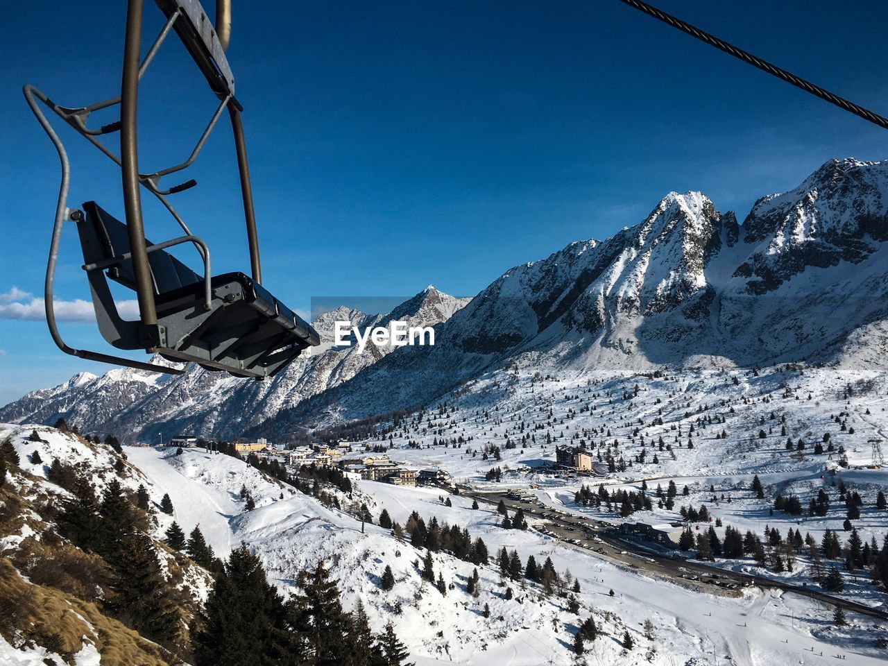 cold temperature, winter, snow, mountain, beauty in nature, snowcapped mountain, scenics - nature, cable car, nature, ski lift, day, sky, white color, mountain range, transportation, covering, non-urban scene, mode of transportation, tranquil scene, no people, outdoors