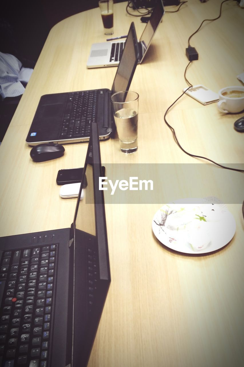 technology, table, computer keyboard, desk, indoors, connection, computer, high angle view, no people, office, keyboard, plate, wireless technology, food and drink, food, close-up, day