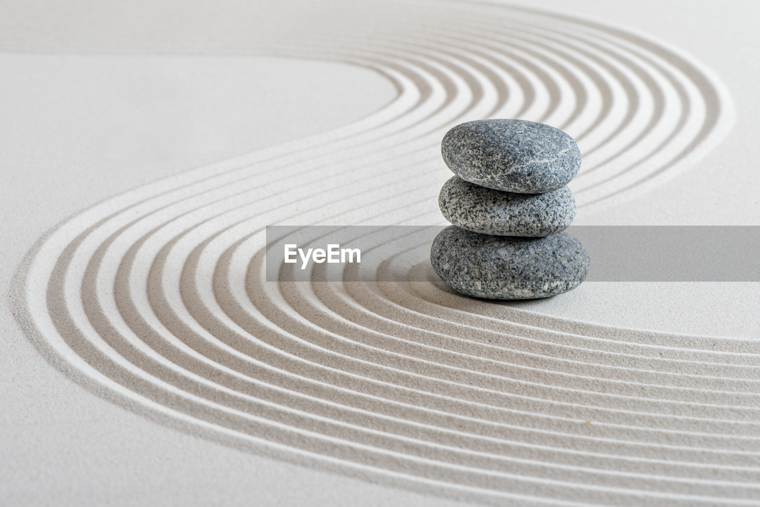 CLOSE-UP OF STONES ON TABLE