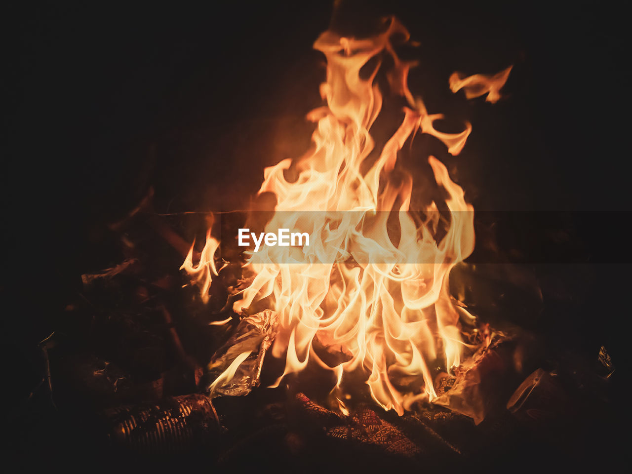 burning, flame, fire, heat - temperature, fire - natural phenomenon, nature, orange color, night, glowing, wood, log, no people, wood - material, firewood, bonfire, close-up, motion, outdoors, land, environment, campfire