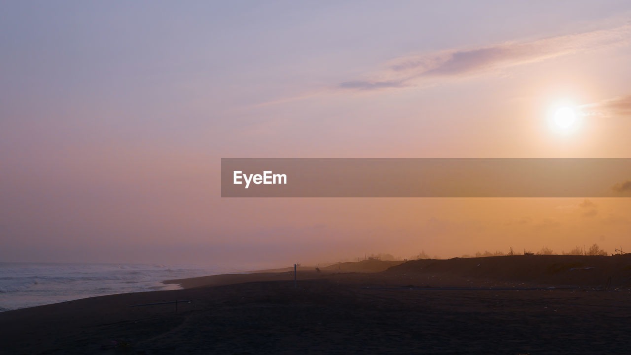 SCENIC VIEW OF SUNSET OVER SEA