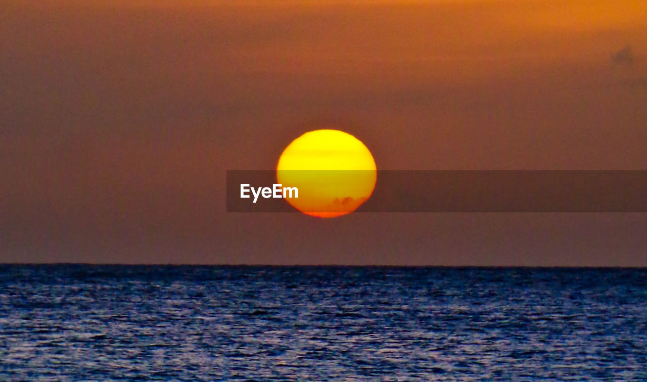 sky, sunset, horizon over water, sea, water, horizon, beauty in nature, sun, scenics - nature, orange color, tranquil scene, tranquility, waterfront, nature, idyllic, no people, outdoors, rippled, non-urban scene, eclipse
