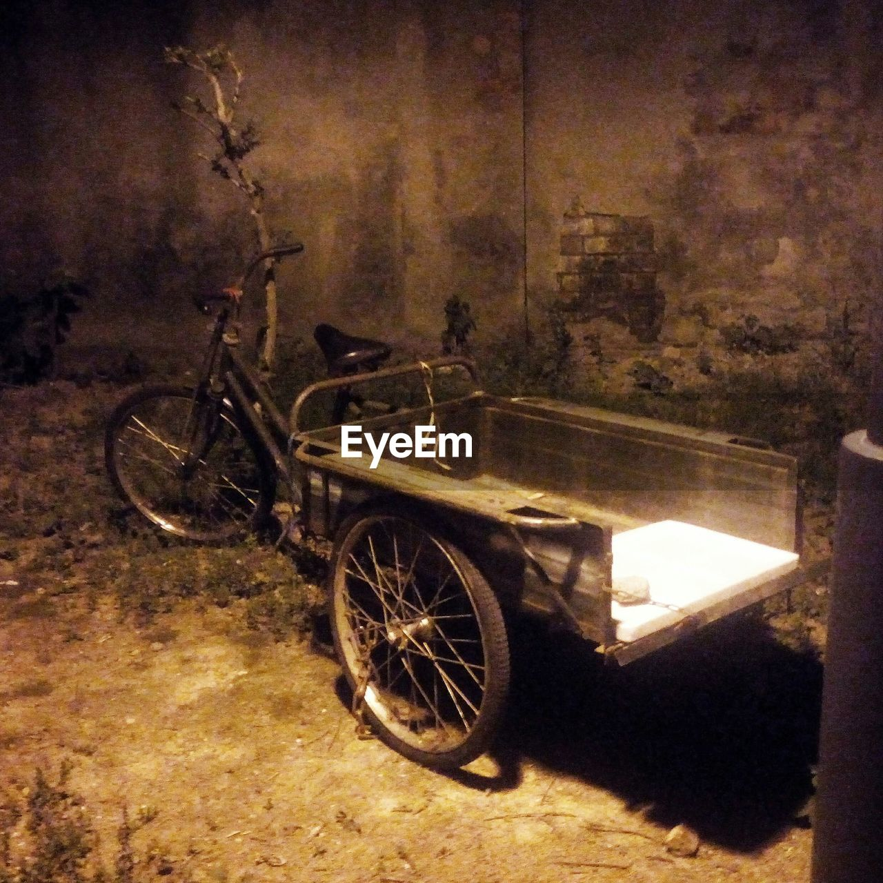 transportation, mode of transport, land vehicle, wheel, abandoned, no people, stationary, night, old-fashioned, outdoors