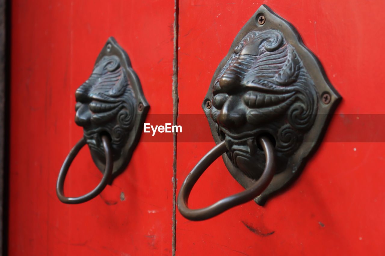 door knocker, art and craft, animal, metal, animal themes, close-up, animal wildlife, animal representation, representation, mammal, door, lion - feline, red, creativity, entrance, no people, protection, doorknob, security, safety, animal head