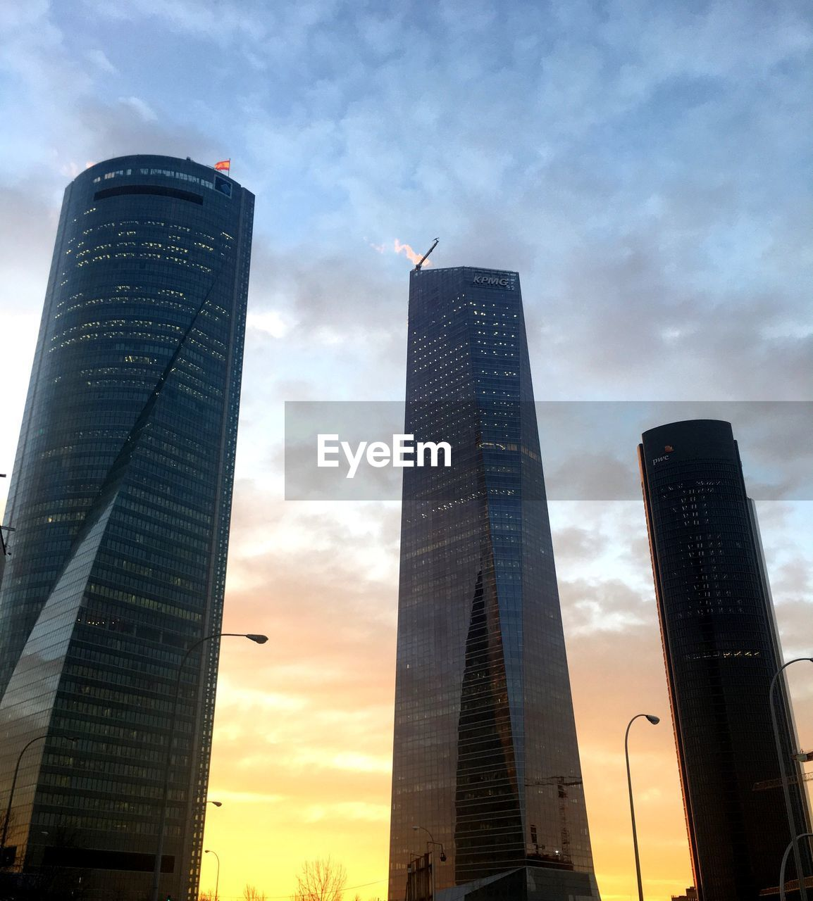building exterior, architecture, built structure, tall - high, office building exterior, skyscraper, low angle view, sky, building, cloud - sky, city, office, tower, modern, nature, no people, sunset, outdoors, travel destinations, spire, financial district