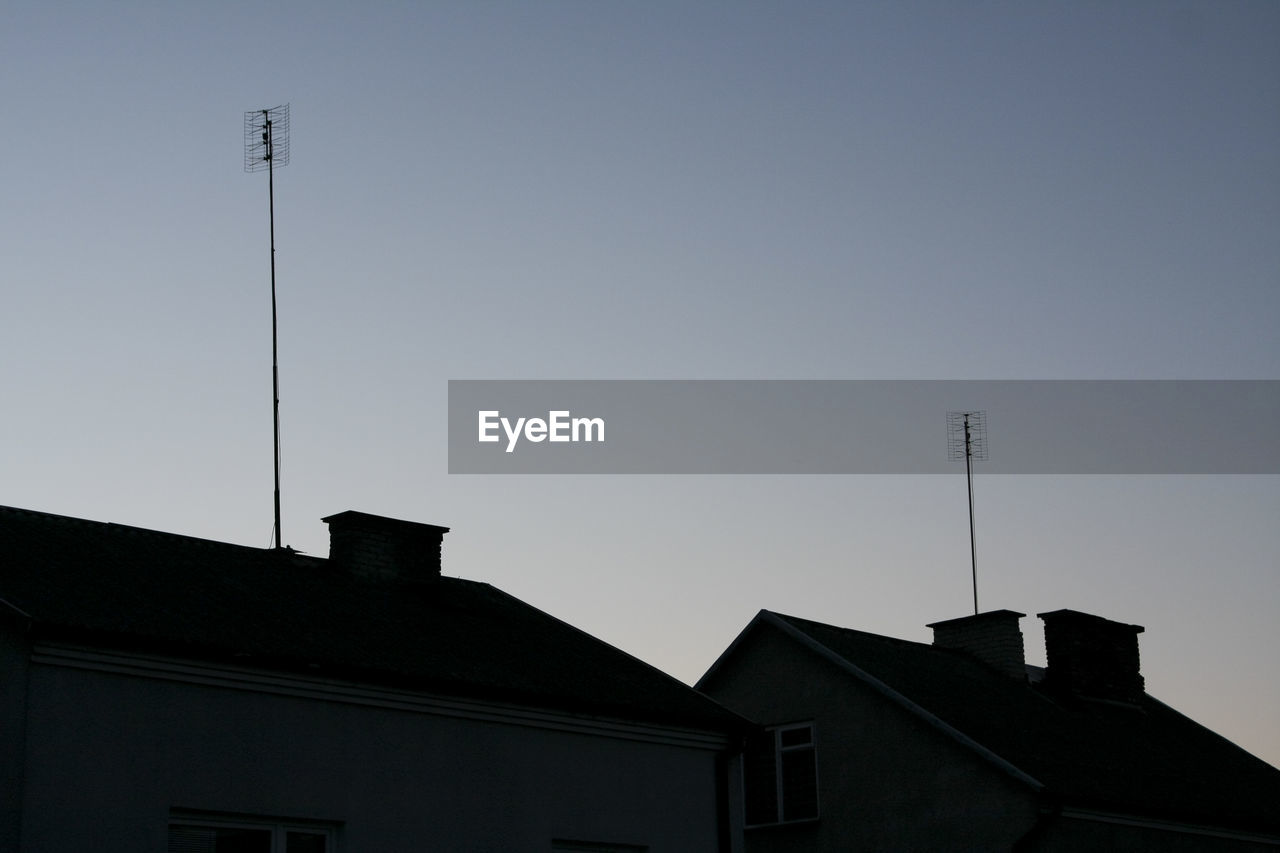 built structure, building exterior, architecture, low angle view, no people, house, antenna - aerial, outdoors, clear sky, roof, day, television aerial, sky, tiled roof