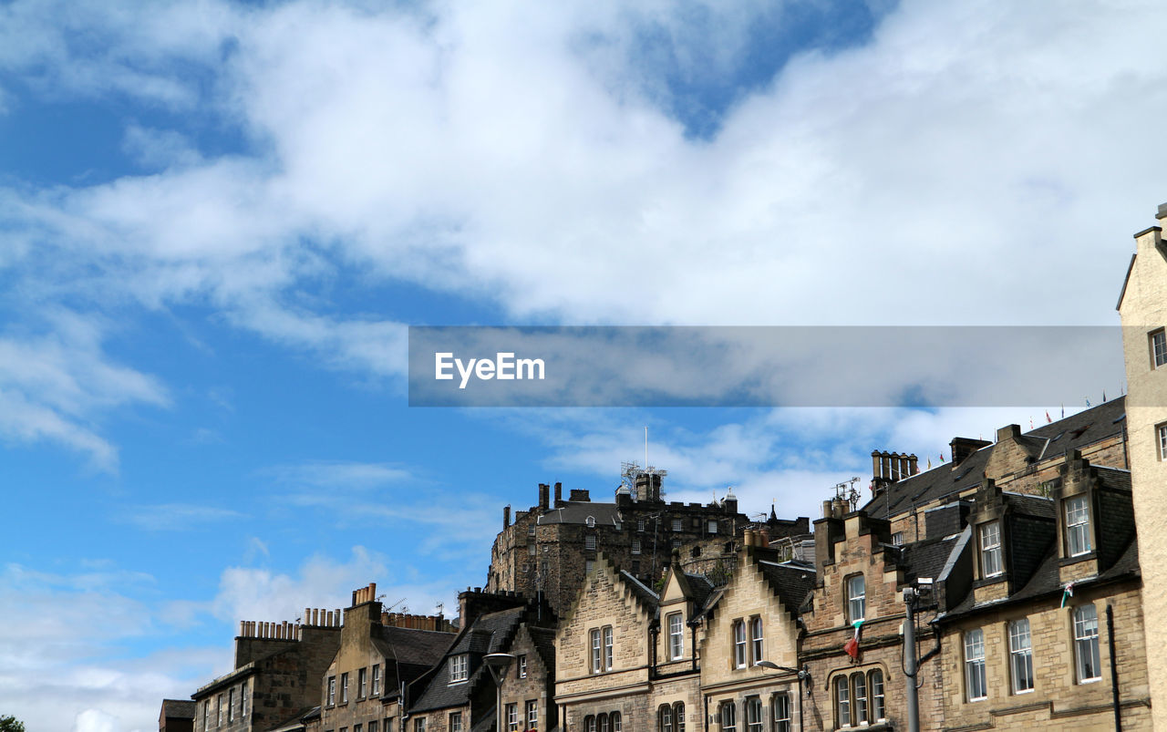 architecture, building exterior, built structure, cloud - sky, history, sky, day, castle, city, outdoors, no people