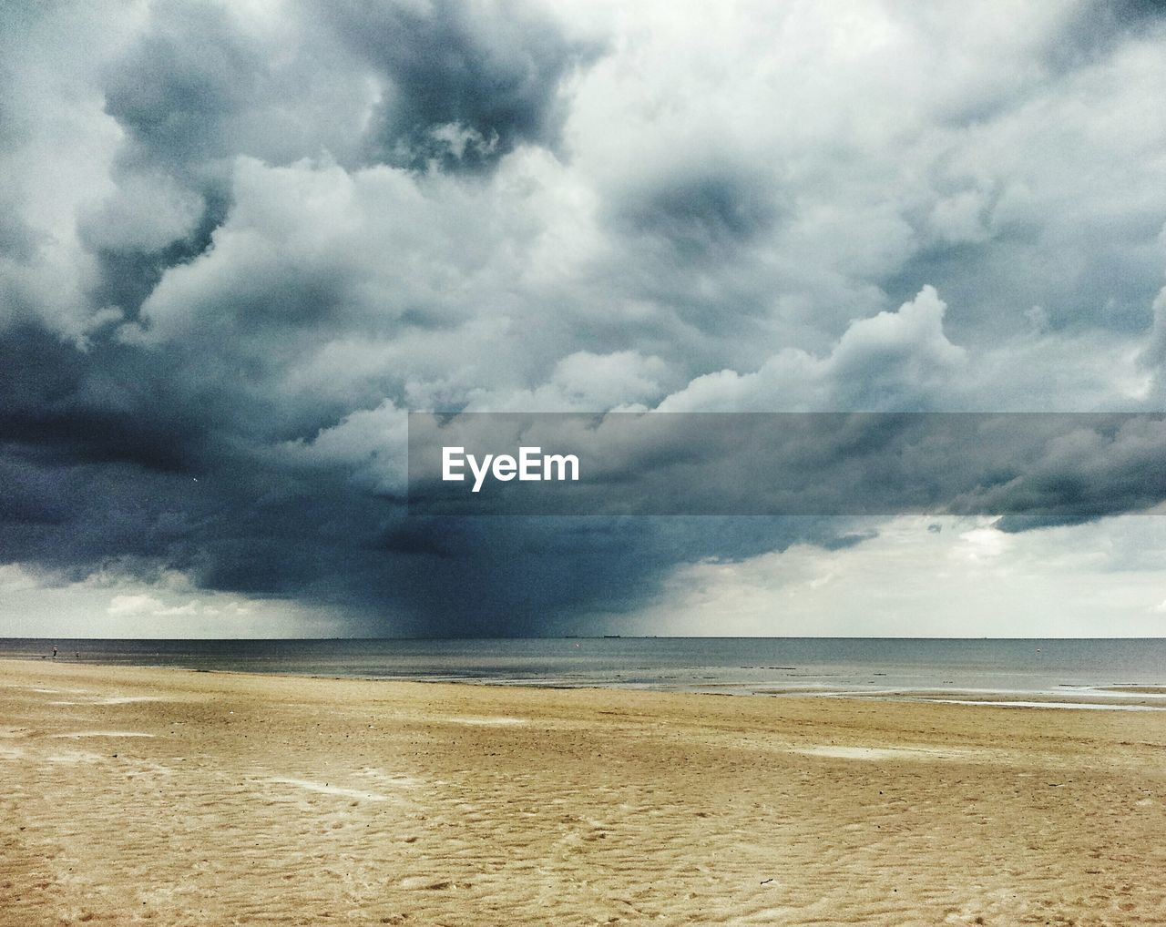 sea, cloud - sky, sky, water, nature, scenics, beauty in nature, beach, tranquil scene, tranquility, horizon over water, sand, day, outdoors, no people, landscape, storm cloud