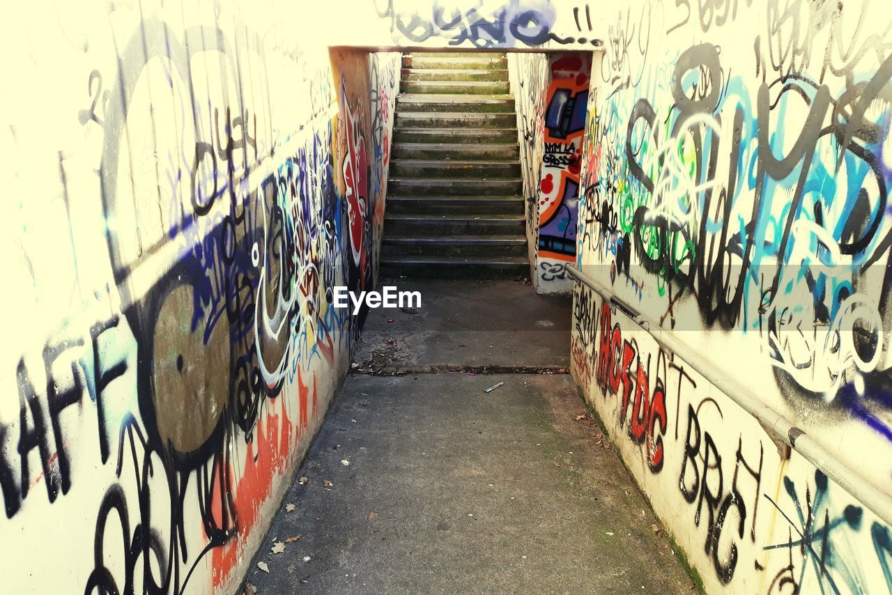 graffiti, wall - building feature, architecture, creativity, art and craft, built structure, no people, street art, wall, day, multi colored, text, outdoors, footpath, city, rudeness, the way forward, building exterior, diminishing perspective, messy, alley