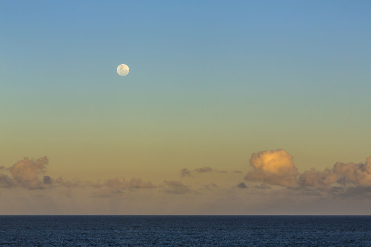 nature, scenics, sea, beauty in nature, horizon over water, tranquility, tranquil scene, sky, moon, outdoors, sunset, water, no people, clear sky, day