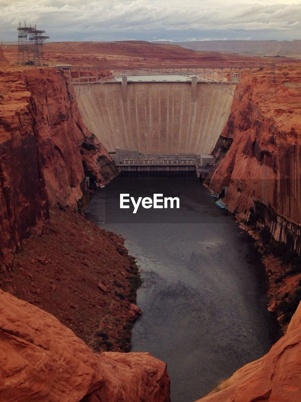 Glen canyon dam at lake powel