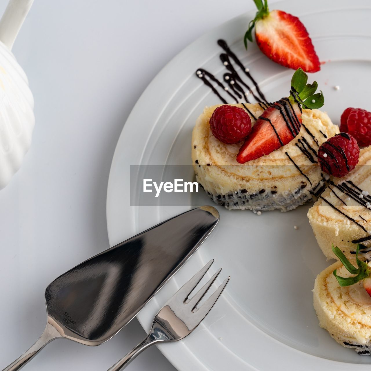 HIGH ANGLE VIEW OF DESSERT ON PLATE