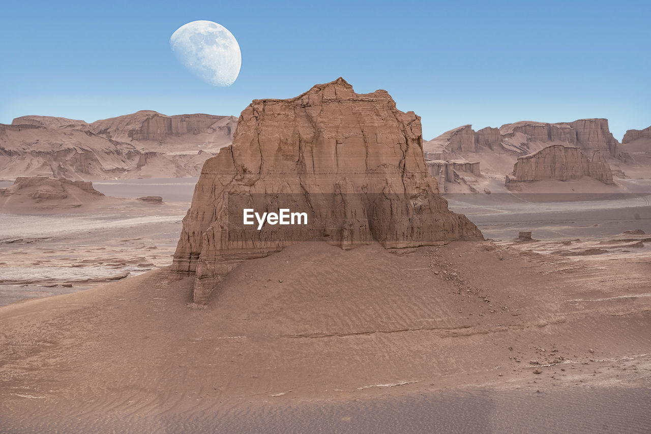 VIEW OF ROCK FORMATION IN DESERT
