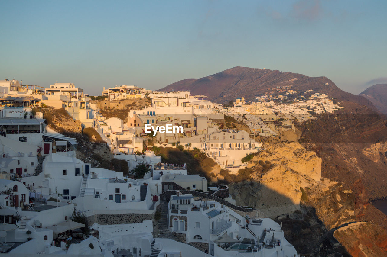 architecture, building exterior, built structure, mountain, residential district, sky, building, city, nature, day, no people, town, outdoors, sunlight, mountain range, cityscape, high angle view, house, townscape