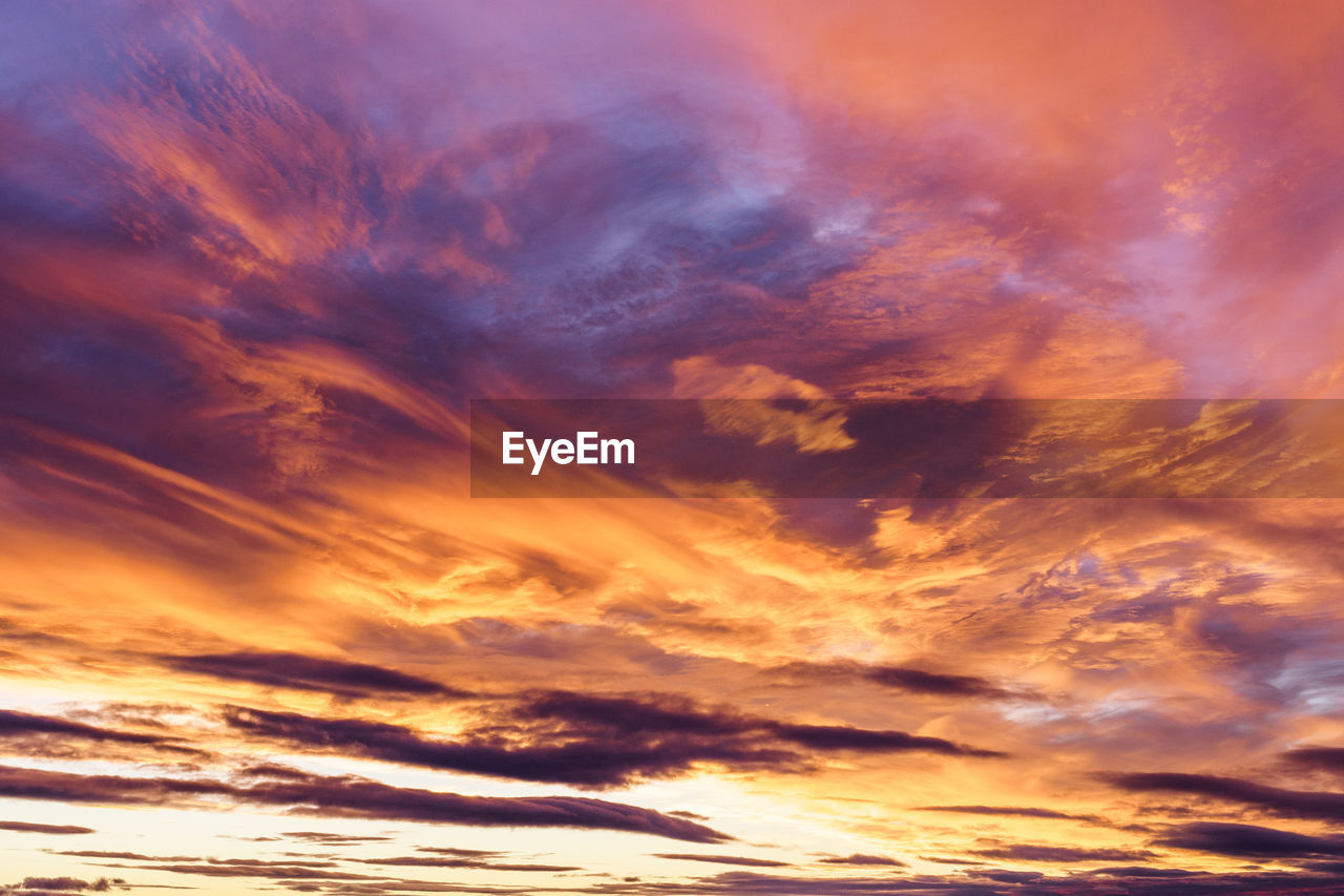 cloud - sky, sky, beauty in nature, scenics - nature, sunset, orange color, tranquility, low angle view, nature, no people, tranquil scene, backgrounds, dramatic sky, idyllic, outdoors, sunlight, full frame, cloudscape, moody sky, meteorology