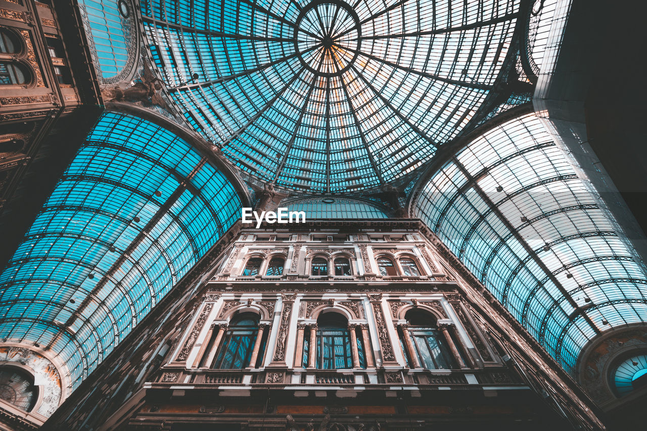 built structure, architecture, low angle view, ceiling, travel destinations, indoors, glass - material, no people, dome, tourism, architectural feature, day, building, travel, history, the past, pattern, shopping mall, place of worship, arch, architecture and art, glass, ornate, skylight, directly below, cupola