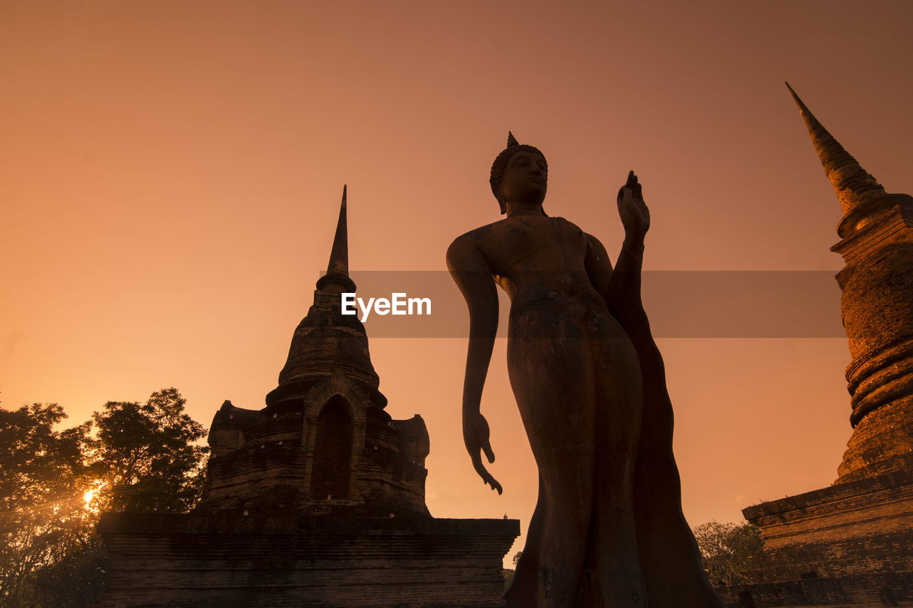 statue, architecture, sculpture, sunset, human representation, belief, sky, religion, male likeness, built structure, spirituality, art and craft, representation, history, place of worship, travel destinations, the past, building, no people, ancient civilization, idol