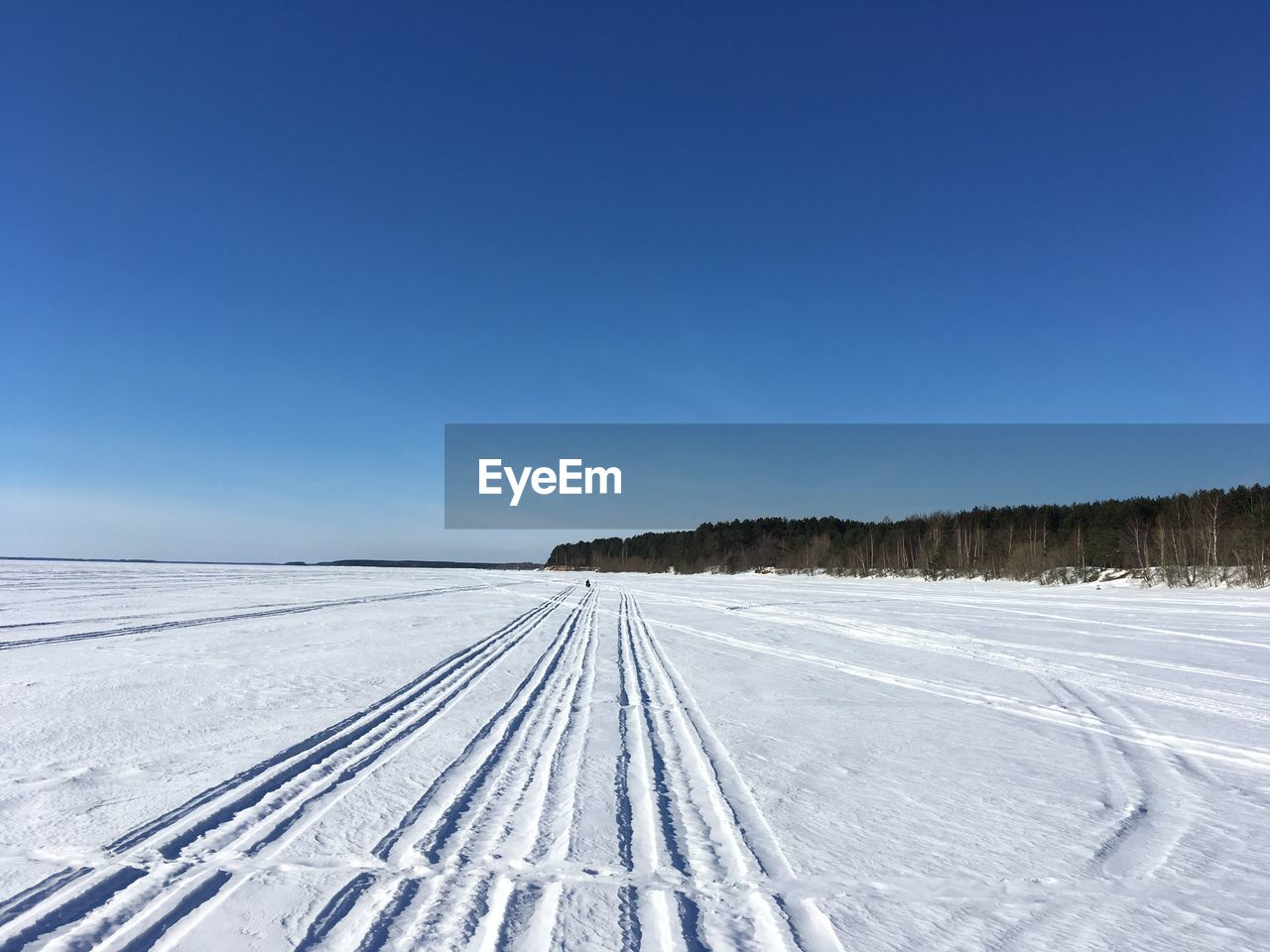 snow, winter, cold temperature, sky, blue, copy space, clear sky, white color, beauty in nature, scenics - nature, nature, tire track, day, environment, tranquil scene, no people, covering, landscape, tranquility, outdoors, snowcapped mountain
