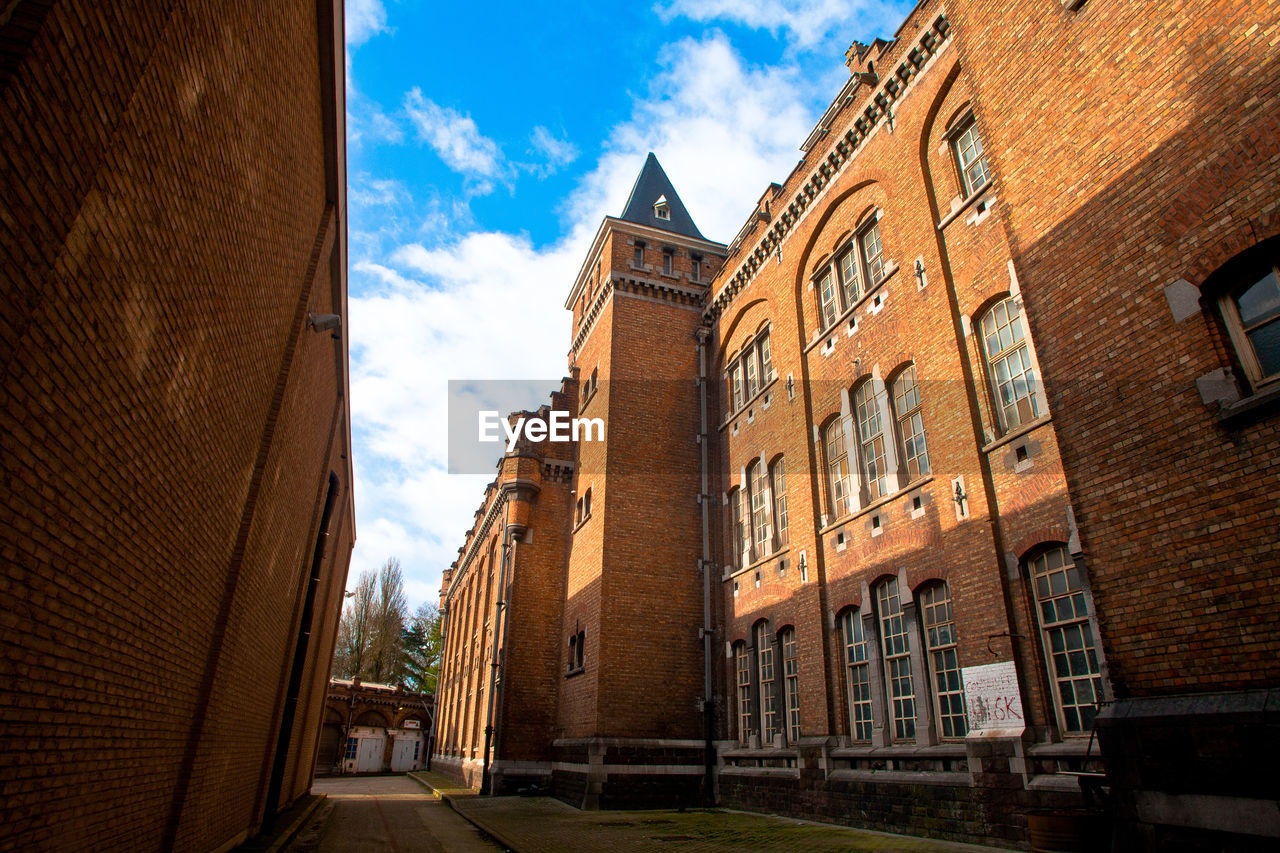 architecture, built structure, building exterior, history, day, low angle view, sky, no people, outdoors, city