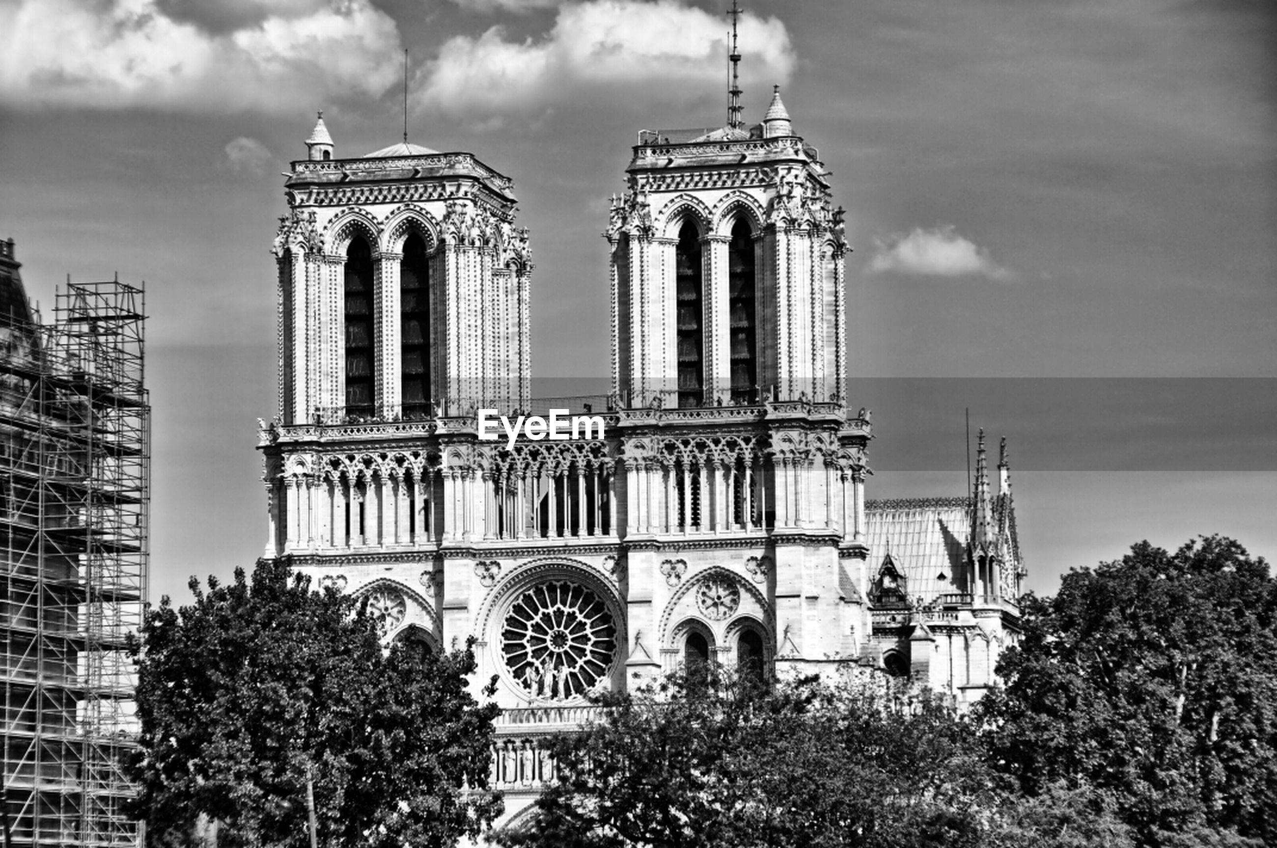 architecture, built structure, building exterior, place of worship, religion, church, spirituality, sky, low angle view, famous place, cathedral, travel destinations, history, cloud - sky, tree, travel, tourism, tower