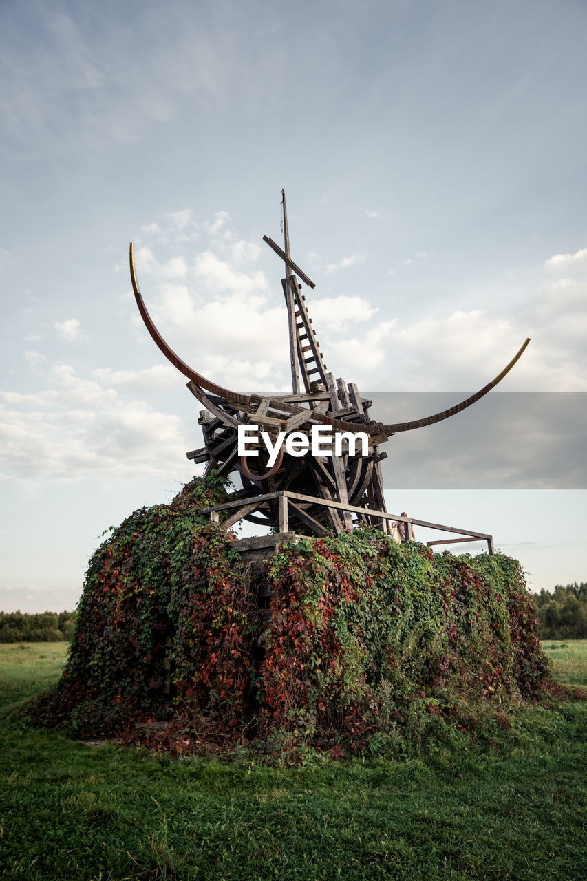 LOW ANGLE VIEW OF OLD TRADITIONAL WINDMILL ON FIELD